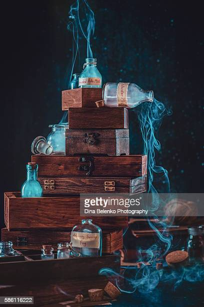 mystic collection of bottles and jars - alchimie photos et images de collection