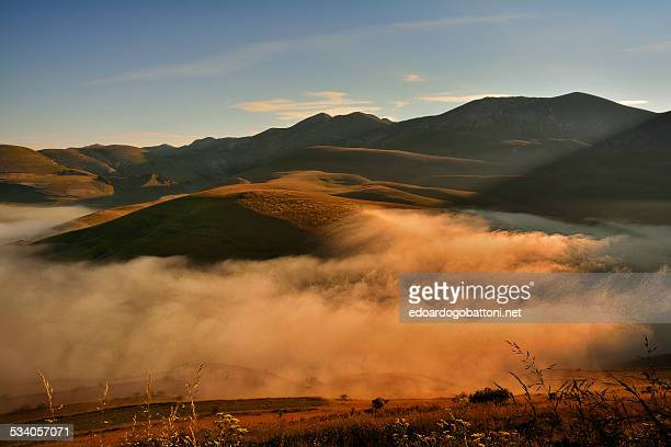 mystic fog in the morning - edoardogobattoni.net stock pictures, royalty-free photos & images