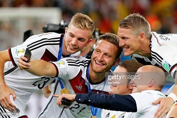 selfi Christoph Karmer Mustafi und Bastian Schweinsteiger Deutschland Fussball Weltmeister Deutschland Weltmeisterschafts Finale Deutschland...