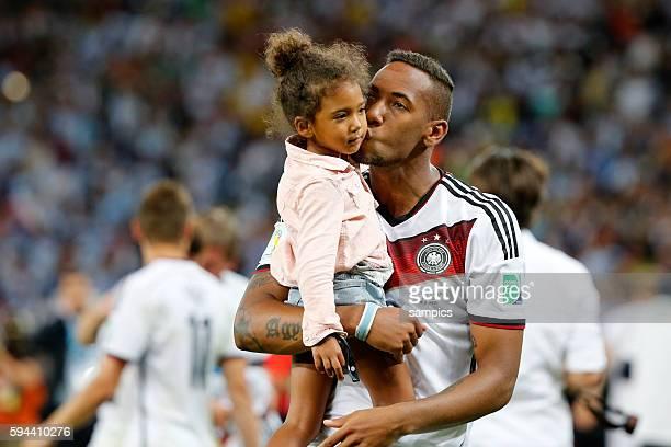 Jerome Boateng Deutschland mit Töchterchen Fussball Weltmeister Deutschland Weltmeisterschafts Finale Deutschland Argentinien 10 n Verlängerung...
