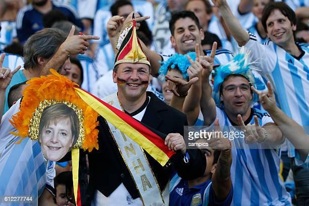 deutscher Fans mit Angela Merkel foto Fussball Weltmeister Deutschland Weltmeisterschafts Finale Deutschland Argentinien 10 n Verlängerung Finale...