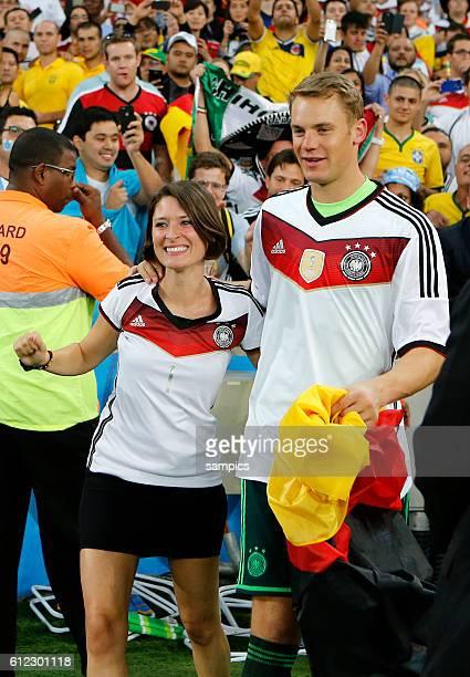 Manuel Neuer Deutschland mit Freundin Kathrin Gilch Fussball Weltmeister Deutschland Weltmeisterschafts Finale Deutschland Argentinien 10 n...