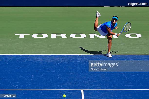 Na Li of China serves to Samantha Stosur of Australia on Day 4 of the Rogers Cup presented by National Bank at the Rexall Centre on August 11 2011 in...