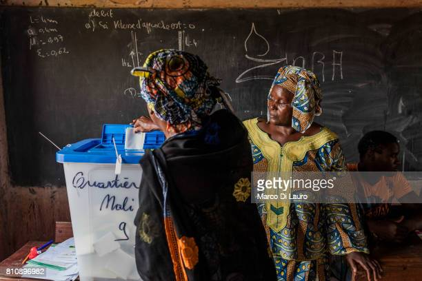 "NA Malian woman casts her ballot at a pooling station during the first round of the Presidential election on July 28, 2013 in Bamako, Mali.""nIn..."