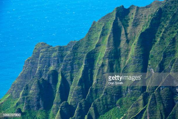 na pali cliff and coast - don smith stock pictures, royalty-free photos & images