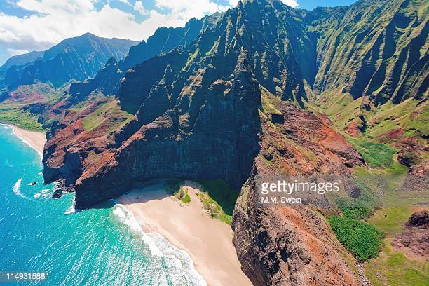 na pali coast from air - na pali coast stock pictures, royalty-free photos & images