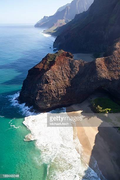 na pali coast honopu beach, kauai - na pali coast stock photos and pictures