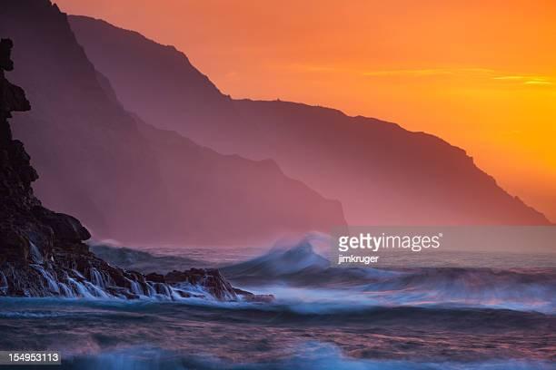 na pali coast sunset, kauai, hawaii. - na pali coast stock photos and pictures