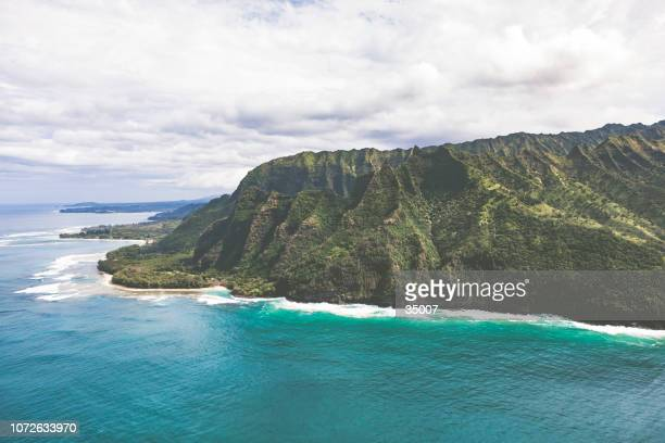 na pali coastline on kauai island, hawaii islands - na pali coast stock photos and pictures