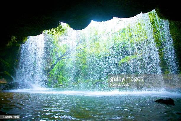 nabegataki waterfall - 熊本県 ストックフォトと画像