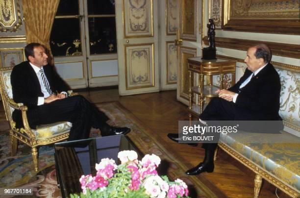 Nabih Berri chef du mouvement Amal et François Mitterrand le 21 août 1984 à l'Elysée à Paris France