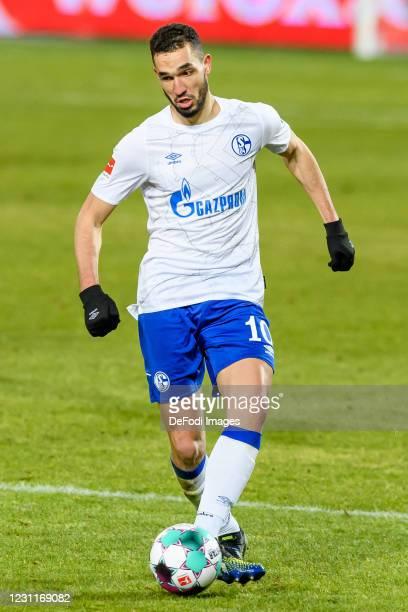 Nabil Bentaleb of FC Schalke 04 controls the ball during the Bundesliga match between 1. FC Union Berlin and FC Schalke 04 at Stadion An der Alten...