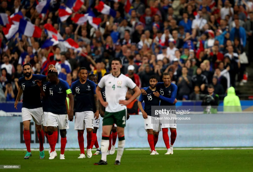 Nabil Fekir #18 of France celebrate with his team mates after he scores the 2nd goal during the International Friendly match between France and Ireland at Stade de France on May 28, 2018 in Paris, France.