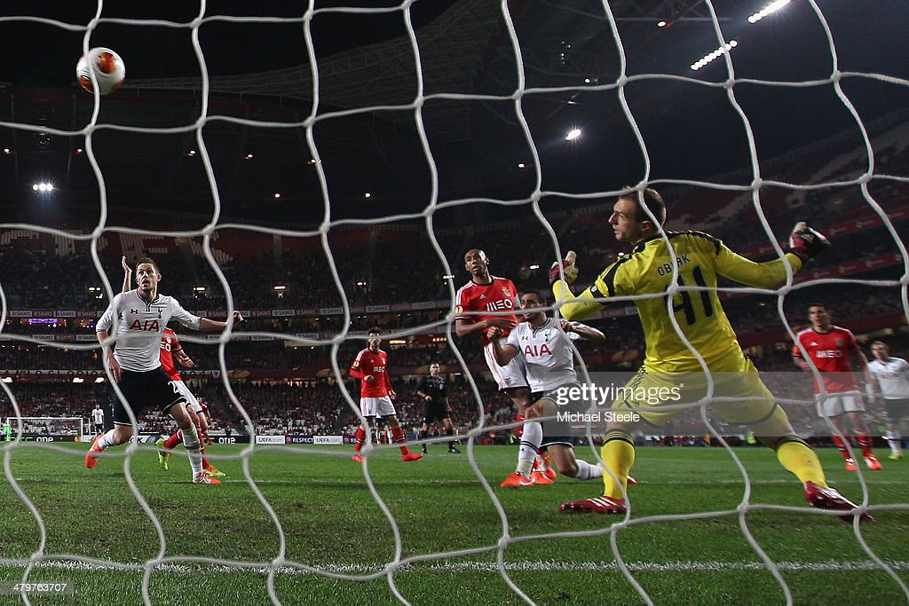 Nacer Chadli (C) of Tottenham Hotspur scores his second goal during the UEFA Europa League Round of 16 2nd leg match between SL Benfica and Tottenham Hotspur at Estadio da Luz on March 20, 2014 in Lisbon, Portugal.