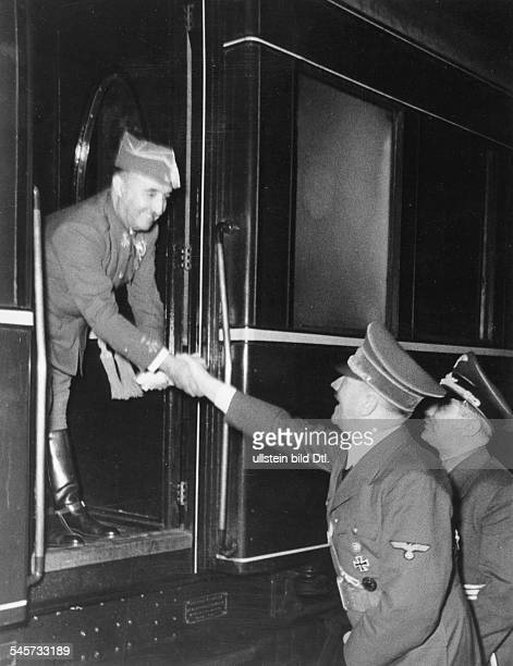 Nach Abschluss der Besprechungen auf demfranzösischen Grenzbahnhof Adolf Hitlerund der spanische Staatschef FranciscoFranco y Bahamonde bei der...
