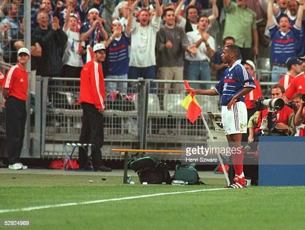 Nach dem 3:0: Torschuetze Thierry HENRY/FRA