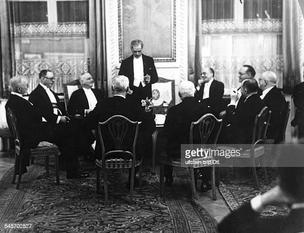 Nach dem Bankett zu Ehren der britischenPolitiker in der Reichskanzlei Empfang imHotel `Kaiserhof' durch dieDeutschEnglische Gesellschaft James...