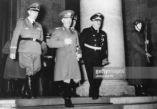 Nach dem Empfang durch Adolf HitlerStaatschef Ion Antonescu beimVerlassen der Reichskanzlei in Berlinim Gefolge von links Hitlers...