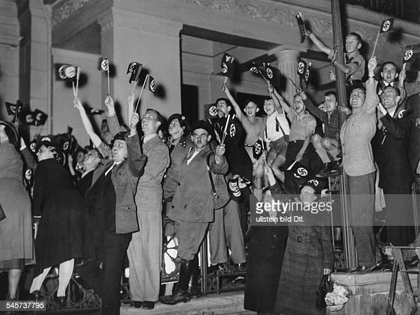 Nach der Großkundgebung im Sportpalast:jubelnde Bevölkerung auf dem Wilhelmplatzin Erwartung der Rückkehr Adolf Hitlerszur Reichskanzlei