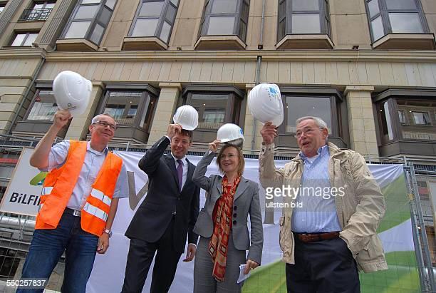 Nach gut einem Jahr wird heute das Ende der offenen UBahn Baustelle in der Friedrichstrasse zwischen Unter den Linden und Behrenstrasse gemeinsam mit...