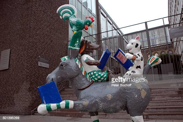 Nachbildung der 'Bremer Stadtmusikanten' vor 'Haus der Bürgerschaft' Marktplatz Bremen Deutschland Europa Reise BB DIG PNr 731/2013