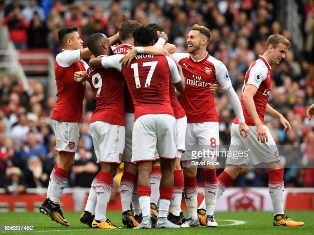 Nacho Monreal celebrates scoring a goal for Arsenal with Shkodran Mustafi Alexandre Lacazette Aaron Ramsey Alexis Sanchez and Alex Iwobi during the...