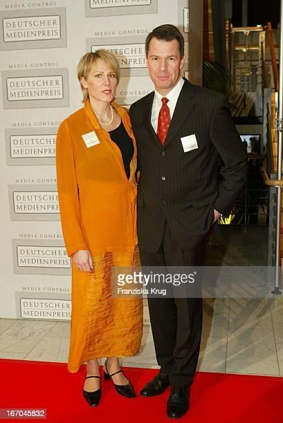 """Nachrichtensprecher Peter Kloeppel Mit Ehefrau Carol Bei Der Verleihung Des """"Deutschen Medienpreises"""" In Baden Baden ."""