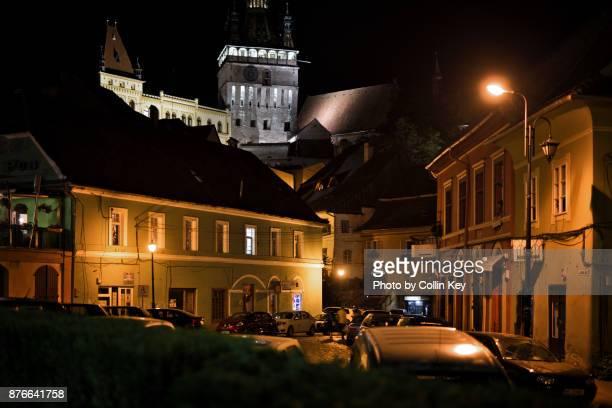 nachtaufnahme von schäßburg (sighișoara) in siebenbürgen - collin key stock-fotos und bilder