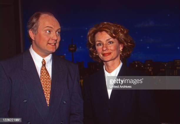 Nachtshow, Late-Night-Talkshow, Deutschland 1994, Moderator Thomas Koschwitz mit Hildtrud Hillu Schröder