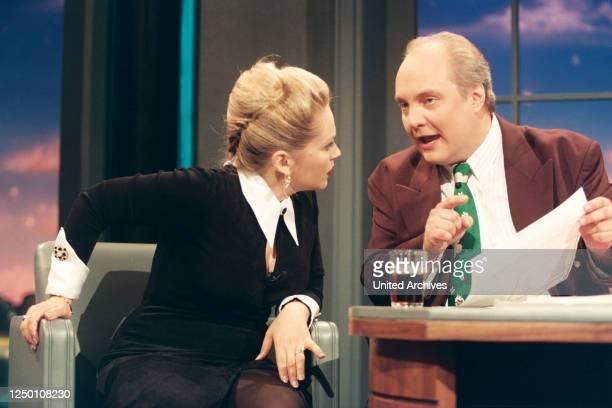 """Nachtshow mit Thomas Koschwitz - Der Moderator Thomas Koschwitz mit seinem Gast - """"Dallas""""-Star Charlene Tilton ."""