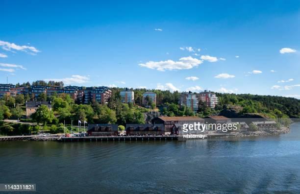 nacka strand bij stockholm, zweden - waterlijn stockfoto's en -beelden