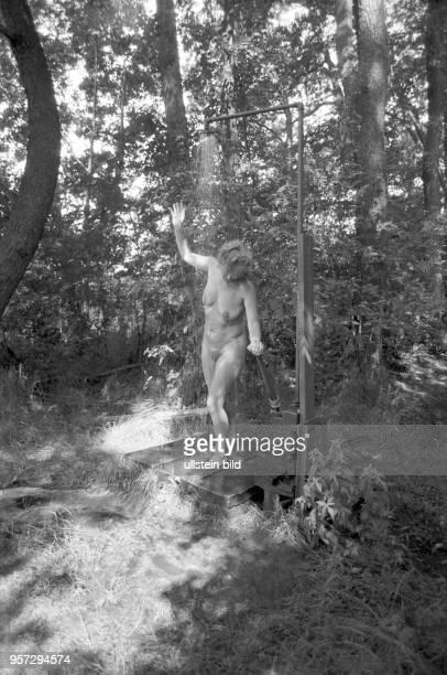 Nacktbaden die Walddusche Am Zeesener See in SenzigWaldesruh liegt versteckt in waldreicher Gegend das über 60 Jahre alte Paradies der Nackten der...