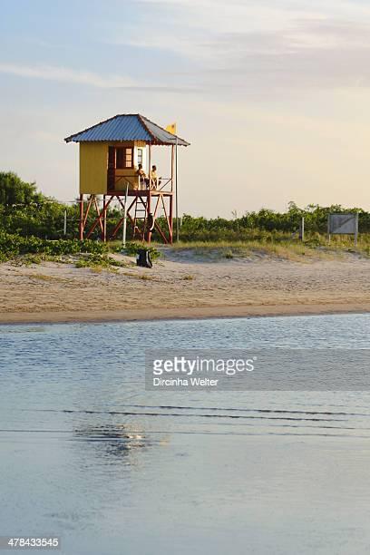 Nadador-salvador, banheiro, é a pessoa que tem o finalidade de evitar afogamentos. Praia do Forte - São Francisco do Sul - Brazil