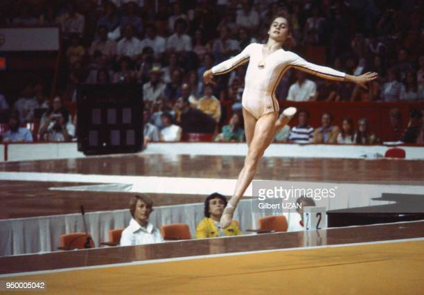 Nadia Comaneci pendant les épreuves de gymnastique des Jeux Olympiques de Montréal en juillet 1976 à Montréal, Canada.