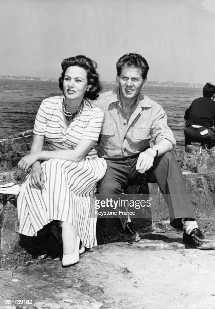 Nadia Gray et JeanPierre Aumont aux îles de Lérins en marge du Festival international du film de Cannes en France le 30 avril 1955