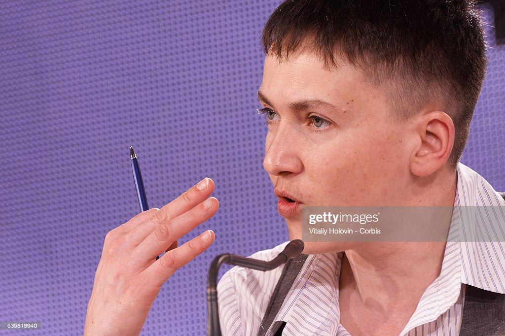 Nadia Savchenko Holds Press Conference In Kiev : Fotografía de noticias