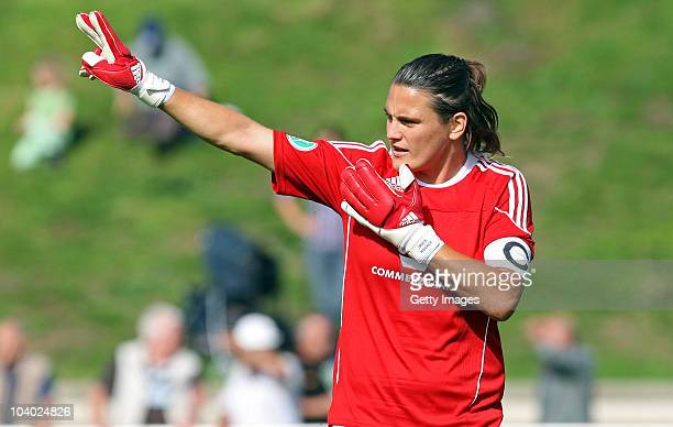Nadine Angerer of Frankfurt gestures during the Women's bundesliga match between FCR Duisburg and FFC Frankfurt at the PCCStadium on September 11...