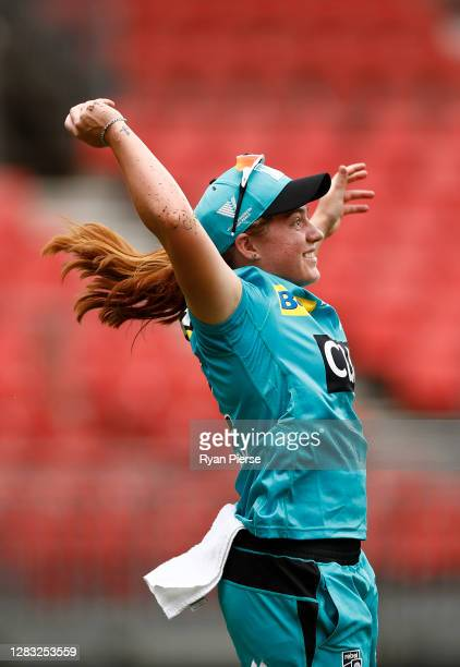Nadine de Klerk of the Heat celebrates after taking a catch to dismiss Rachel Trenaman of the Thunder off the bowling of Jess Jonassen of the Heat...