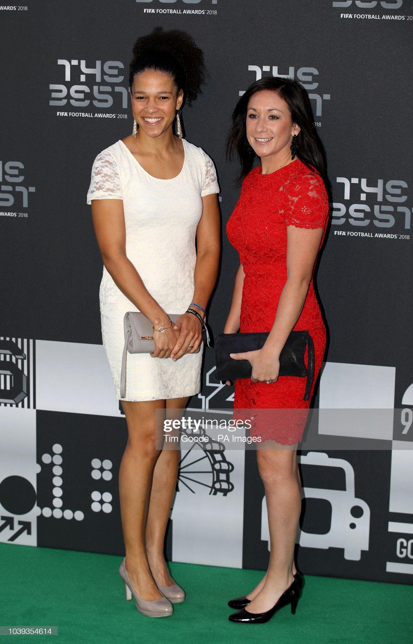 ¿Cuánto mide Celia Sasic? - Altura - Real height Nadine-kessler-and-celia-sasic-during-the-best-fifa-football-awards-picture-id1039354614?s=2048x2048