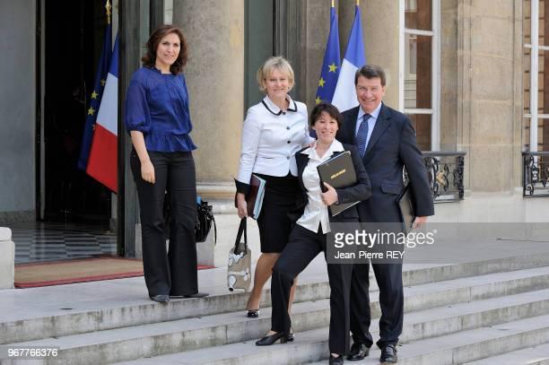 Nadine Morano et Xavier Darcos à la fin du conseil des ministres le 24 juin 2009 à Paris France