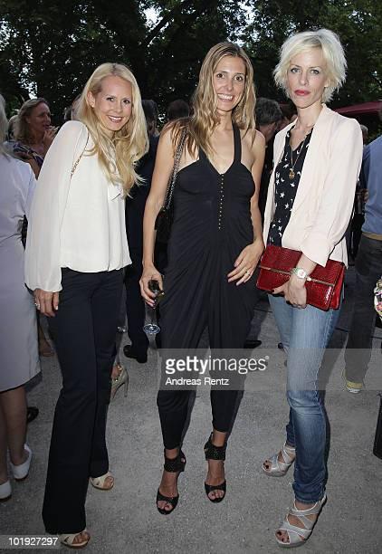 Nadja Anna zu SchaumburgLippe Conny Lehmann and Katja Eichinger attend the DLDwomen Chairwoman Dinner at the Schumann's on June 9 2010 in Munich...