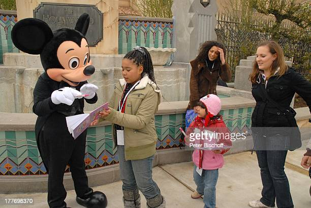 Nadja Benaissa Tochter Leila Jamila Cheyenne Jessica Kindermädchen Mickey Mouse neue Attraktion The Hollywood Tower Hotel Disneyland Resort Paris...