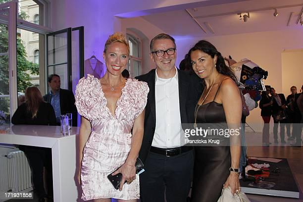 Nadja Michael Und Andreas Marx Mit Ehefrau Anna Von Griesheim Bei Der Vernissage 'Night Of The Heart' In Der Galerie Morgen In Berlin Am
