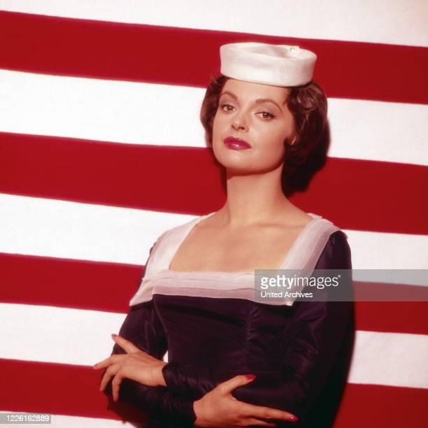 Nadja Tiller, österreichische Schauspielerin, als Matrose, Deutschland 1958. Austrian actress Nadja Tiller as a sailor, Germany 1958.