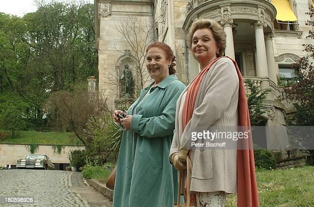 "Nadja Tiller, Ursula Karusseit, , ARD-Film ""Der 2. Frühling"", Erfurt, Handtasche,"