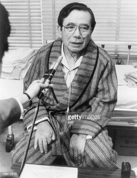 This 25 January 1990 picture shows Nagasaki Mayor Hitoshi Motoshima speaking to a reporter at a Nagasaki hospital after he was shot and seriously...
