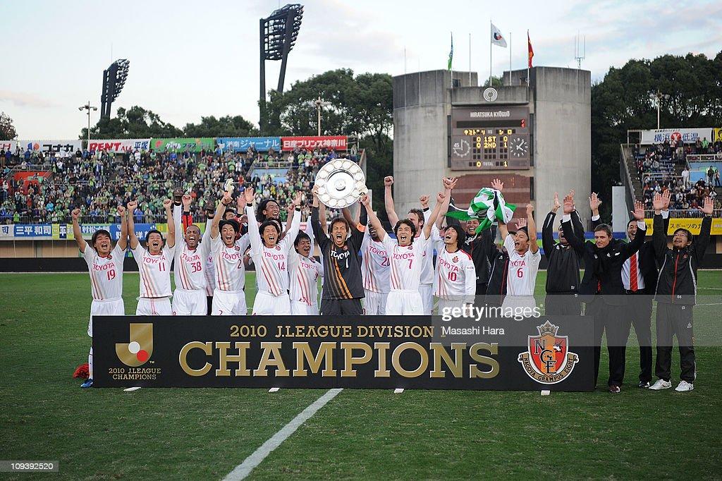 Nagoya Grampus players celebrate winning 2010 J.League after J.League match between Shona Bellmare and Nagoya Grampus at Hiratsuka Stadium on November 20, 2010 in Hiratsuka, Kanagawa, Japan.