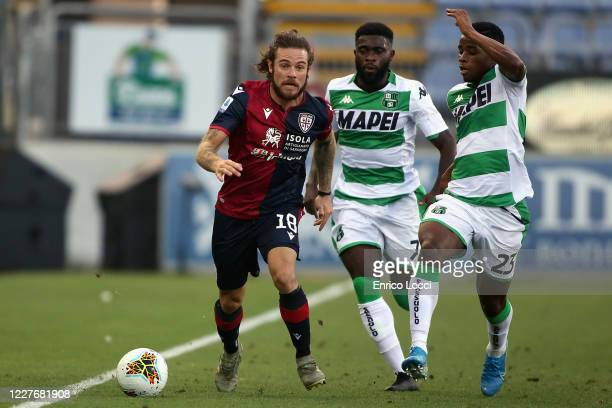 Nahitan Nandez of Cagliari controls the ball against Hamed Junior Traore and Jeremie Boga of Sassuolo during the Serie A match between Cagliari...