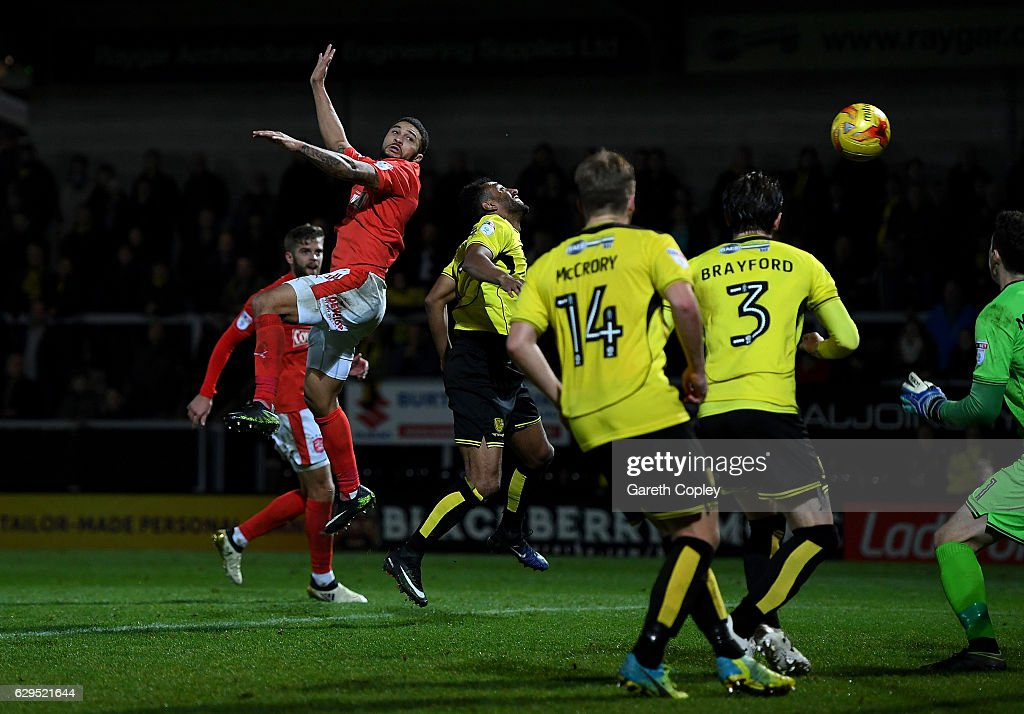 Nahki Wells of Huddersfield scores the opening goal during the Sky Bet Championship match between Burton Albion and Huddersfield Town at Pirelli Stadium on December 13, 2016 in Burton-upon-Trent, England.