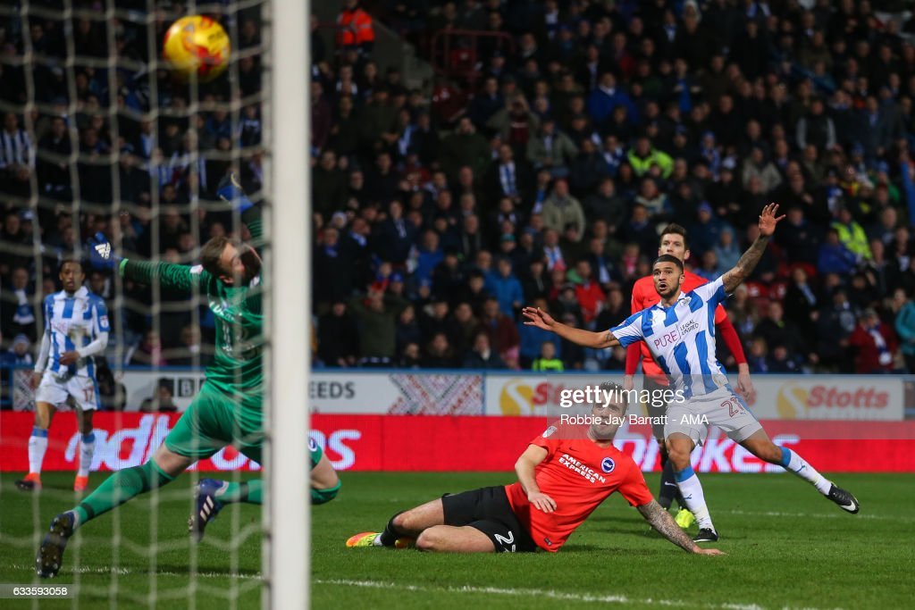 Nahki Wells of Huddersfield Town scores a goal to make it 2-1 during the Sky Bet Championship match between Huddersfield Town and Brighton & Hove Albion at The John Smiths Stadium on February 2, 2017 in Huddersfield, England.